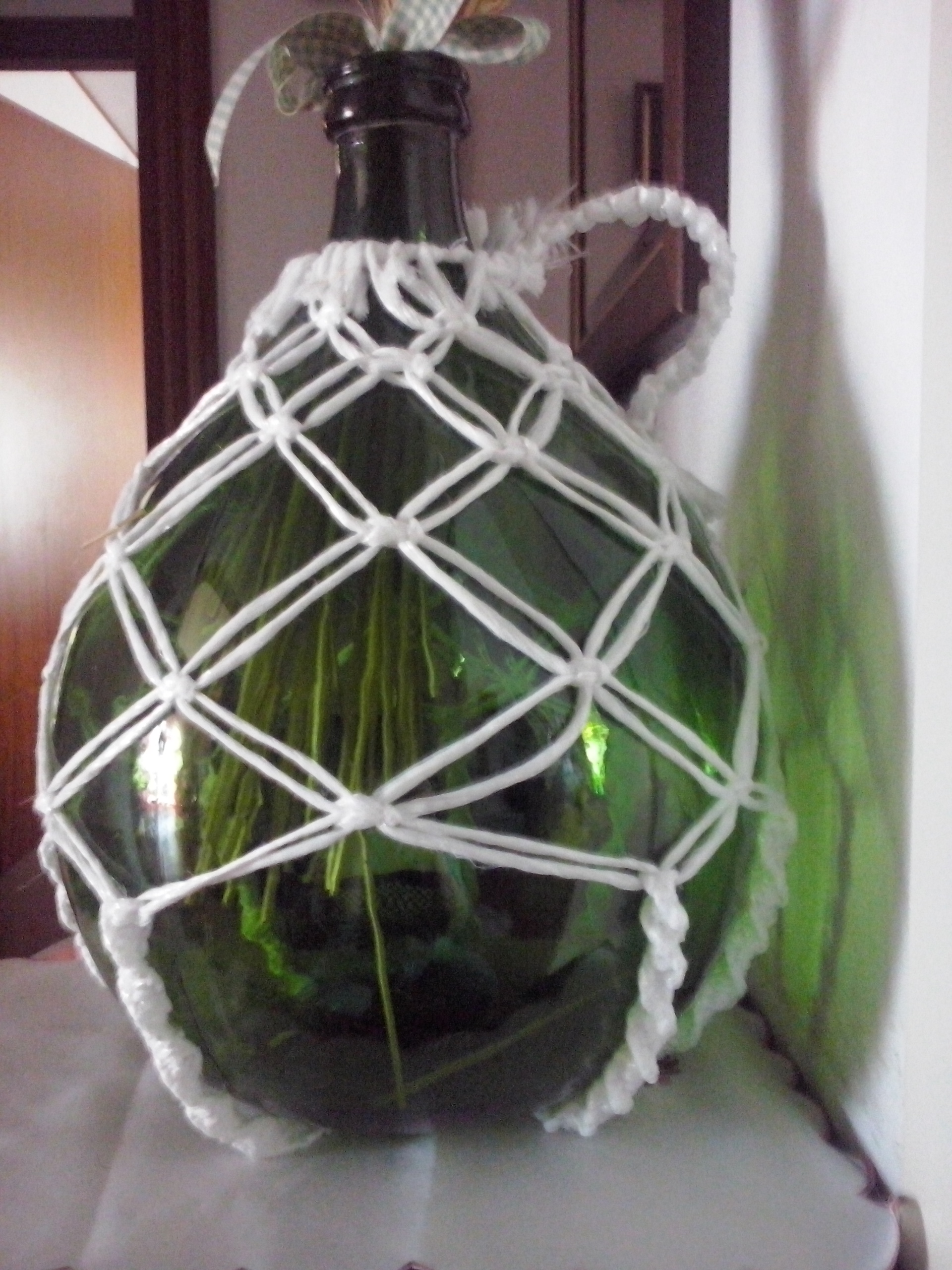 damigiana con rete a macramè