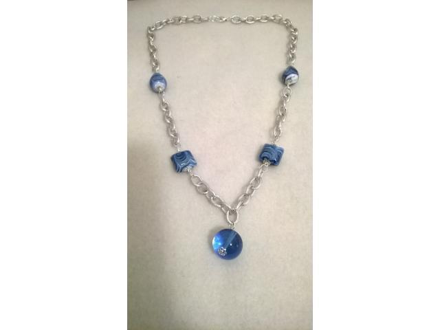 collana perle vetro blu