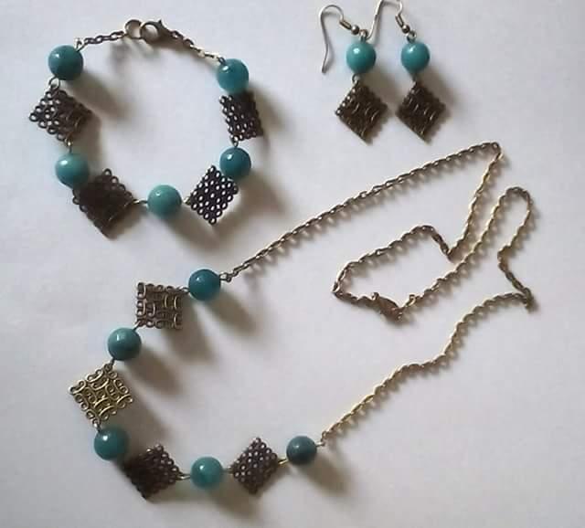 Collana,bracciale,orecchini bronzo con perle Agata verde